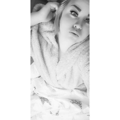Jos sä noin vaan voit vaan satuttaa mua Jos haluut jotain mitä mä en voi antaa Nii jumalauta Jätä mut rauhaan Mä en voi auttaa.  #sanomunnimiääneen #music #morning #christmas #onenight #lihapulla #instagood #2019 #instasize #finnishgirl #morningvibes #makeup #selfie #picoftheday