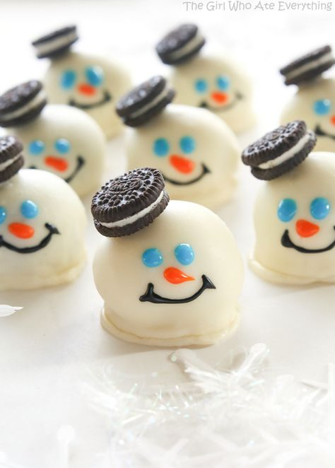 How cute are these Melted Snowman Oreo Balls! Bet they're pretty tasty too.
