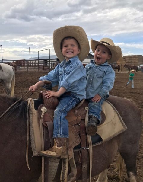 Cute Country Boys, Country Couples, Country Babies, Country Life, Country Farm, Little Cowboy, Cowboy Baby, Cowboy Cowboy, Cute Baby Pictures