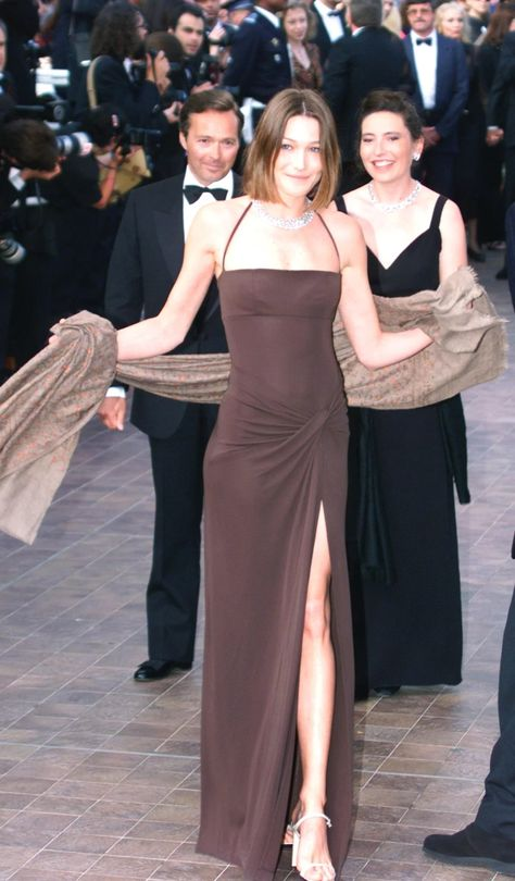 The Best Nineties and Noughties Looks of the Cannes Film Festival 90s Fashion, Couture Fashion, Runway Fashion, Vintage Fashion, Fashion Outfits, Tokyo Fashion, Petite Fashion, 90s Prom Dresses, Gala Dresses