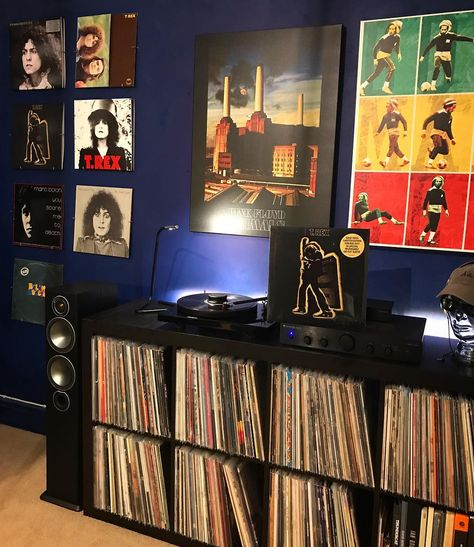 Happy birthday to the great Electric Warrior that is Marc Bolan 🙌 #monitoraudio #cambridgeaudio #projectdebutcarbon #ortofon #records_feature #vinylcollectionpost #ihaveathingforvinyl #instahifi #HUNTVINYL #marcbolan #tyrannosaurusrex #trex #electricwarrior #theslider