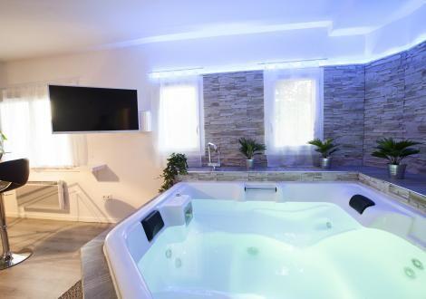 Suite Avec Jacuzzi Privatise Proche Montpellier Hotel Avec Jacuzzi Privatif Jacuzzi Meuble Chambre A Coucher