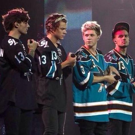 One Direction wearing their Sharks jerseys at the SAP Center in San Jose, CA on One Direction Images, One Direction Wallpaper, I Love One Direction, One Direction Photoshoot, Niall E Harry, Louis Imagines, 1d Day, Family Show, Harry Styles Photos