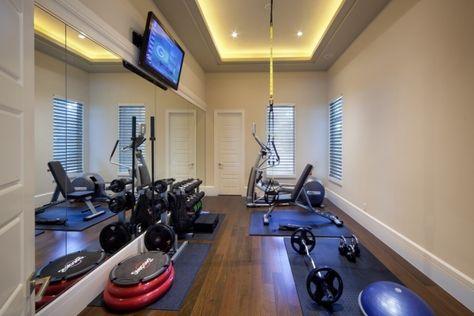 kleiner-fitnessraum-keller-wandspiegel-optisch-vergroesserung - fitnessstudio zuhause einrichten