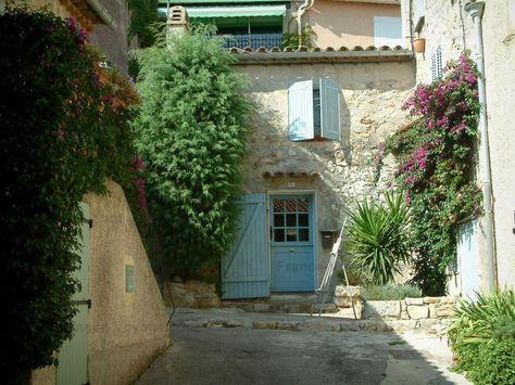 Le Castellet Bougainvillées (bougainvilliers) en fleurs