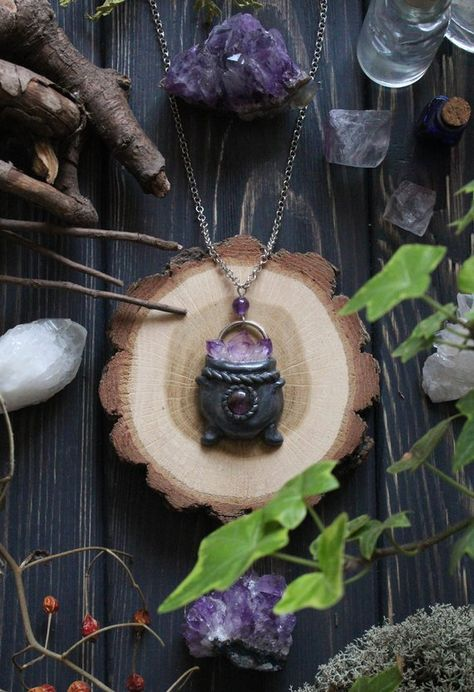 Witch Cauldron Amethyst Necklace, Wizard Cauldron Charm, Wiccan Jewelry, Halloween Witch Necklace, A Polymer Clay Pendant, Polymer Clay Crafts, Diy Clay, Polymer Clay Jewelry, Wiccan Jewelry, Medieval Jewelry, Nerd Jewelry, Goth Jewelry, Jewellery