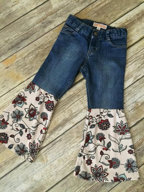 These bellbottoms have a robin egg blue and red floral Paisley Floral print. Perfect for your daughters Spring wardrobe! GIRLS SIZE with adjustable waistband.