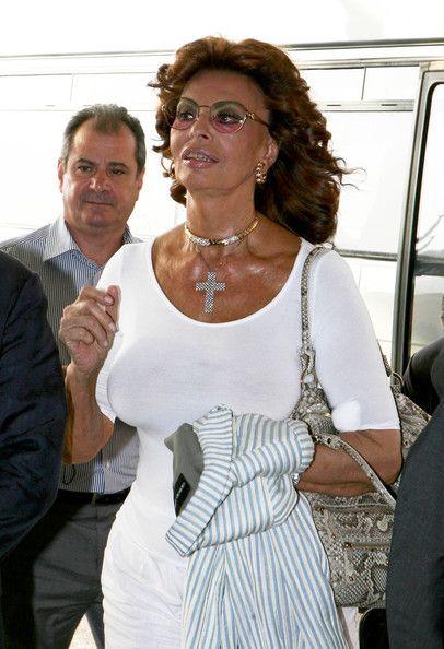 Sophia Loren Photos Photos Sophia Loren Arriving At Venice Airport In 2020 Sophia Loren Sophia Loren Images Sophia Loren Photo
