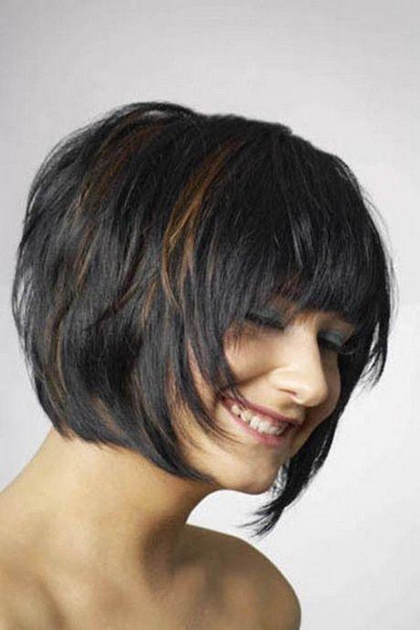 Mittellanges haar stufig geschnitten