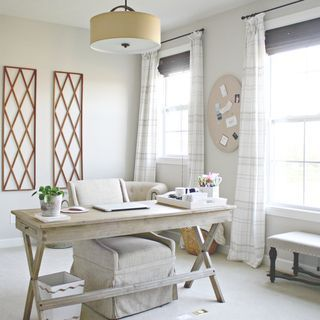 Neutral Home Office – Chic Home Office Design Sunroom Office, Cozy Home Office, Home Office Space, Home Office Desks, Home Office Lighting, Office With Couch, Small Space Office, Home Office Setup, Office Style