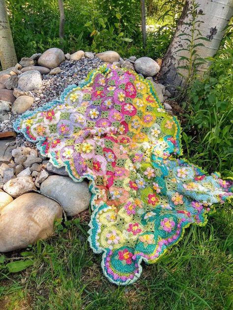 Crochet Yarn, Knitting Yarn, Crochet Blankets, Crochet Flower, Crochet Shawl, Free Crochet, Afghan Crochet Patterns, Blanket Patterns, Crochet Squares Afghan