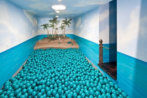 I love that the balls in this ball pit substitute for the ocean in the theme. And I want a ball pit in my dream home Awesome Bedrooms, Cool Rooms, Dream Rooms, Dream Bedroom, Bedroom Kids, Kids Rooms, Things To Do At Home, Rich Home, Indoor Playground