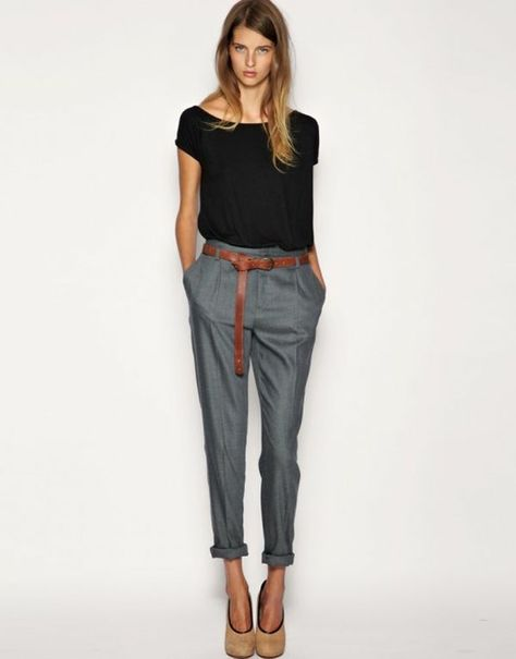 pantalon taille haute femme pinterest | Le pantalon taille haute gris bien combiné avec un t – shirt noir ...