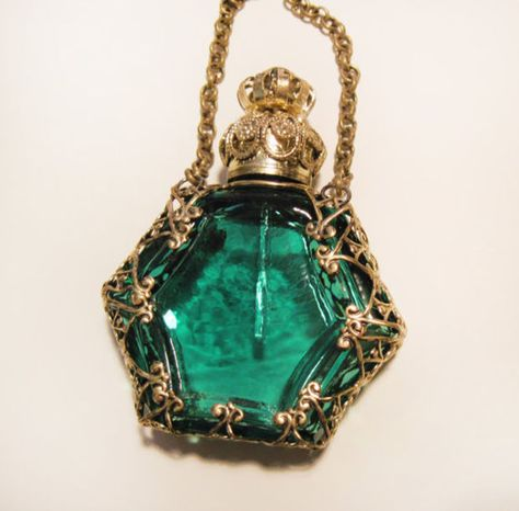 Antique Vintage Miniature Czech Perfume Scent Bottle, Green glass with Bronze fittings. Antique Perfume Bottles, Vintage Bottles, Perfumes Vintage, Beautiful Perfume, Bottle Art, Potion Bottle, Glass Bottles, Vases, Image Search