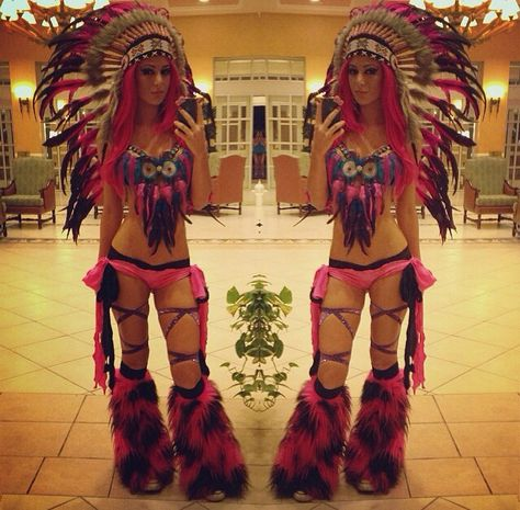 This is the cutest outfit I've ever seen! Owl dream catcher bra!