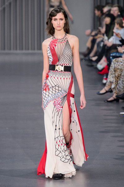 Temperley London at London Fashion Week Fall 2018 - London Fashion Week's Best Runway Dresses for Fall 2018 - Photos