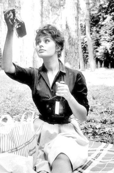 Picnic Time - Rare and Magnificent Photos of Sophia Loren - Photos