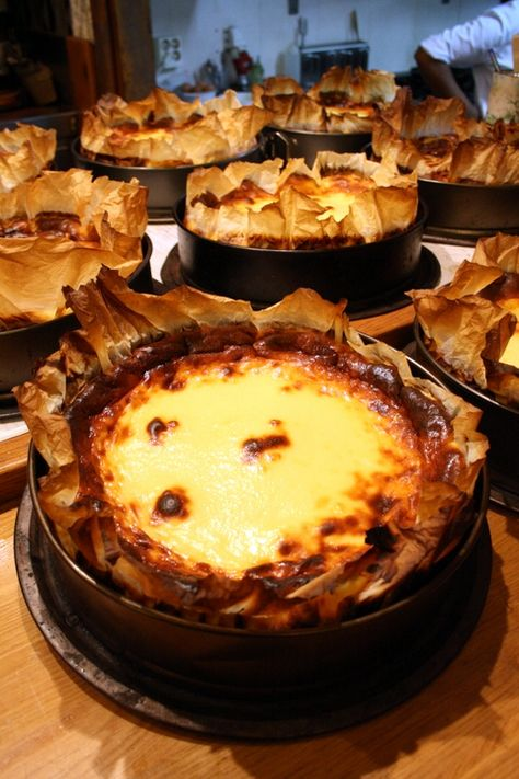 Overwhelmed with where to eat in San Sebastian? There are countless San Sebastian restaurants worth a visit, use this San Sebastian food guide to narrow them down and choose the best! Basque Cake, Basque Food, Cheesecake Recipes, Dessert Recipes, Incredible Recipes, Just Cooking, Sweet Tooth, Sweet Treats, Sweets