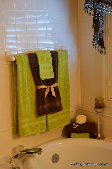 Like This Except Gray For The Big Towels Royal Blue For The Hand - Bathroom towel display arrangement ideas