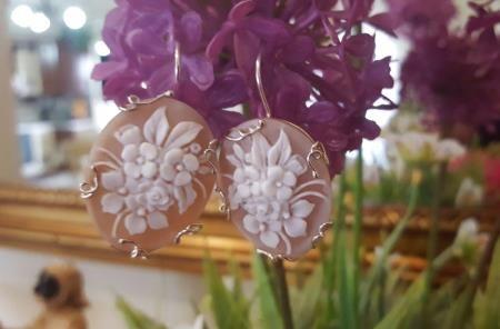 vendita più economica moda di lusso rilasciare informazioni su Gli orecchini con fiore di cammeo. Una poesia di cammei: I ...