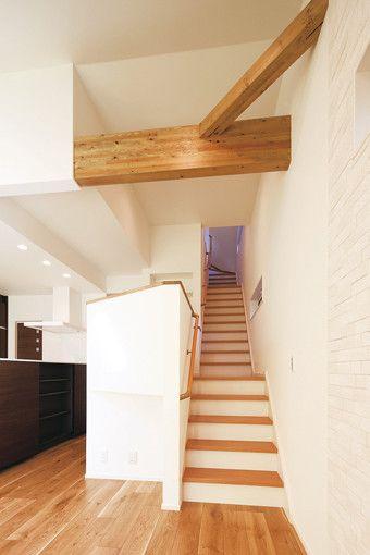 Ldからスキップフロアを経て2階 さらには小屋裏までのびる階段
