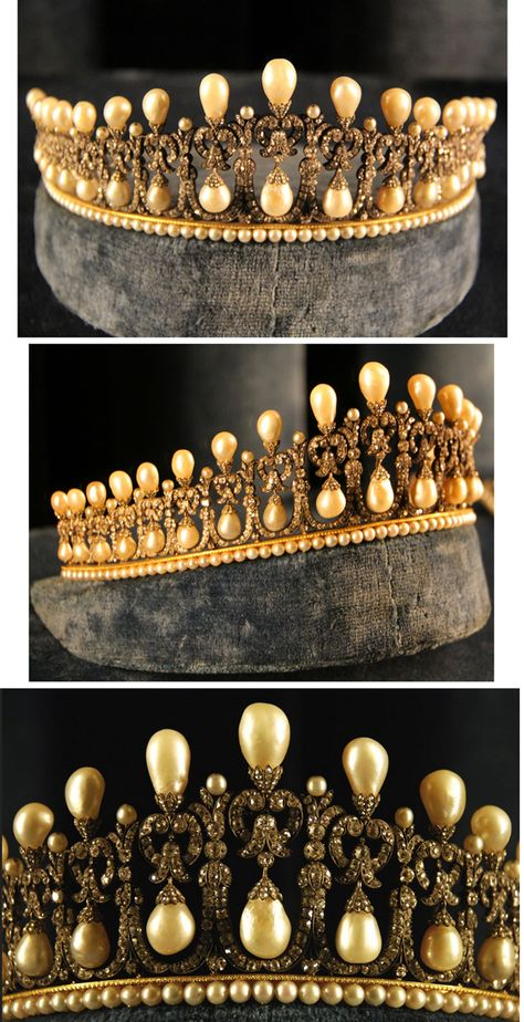 Bavarian Lover's Knot Pearl Tiara. Attributed to Caspar Rieländer, the famous Munich court jeweller, ca 1825, was made for Queen Therese of Bavaria, Pss of Saxe-Hildburghausen 1792-1854. 16 diamond arches with pearl drops hanging from lover's knot bows, topped with pear shaped pearls