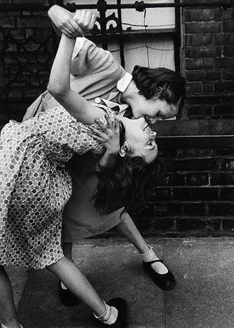 Couples Vintage, Vintage Lesbian, Cute Gay Couples, Vintage Girls, Vintage Love, Vintage Black, Robert Frank, Edward Weston, Girl Couple