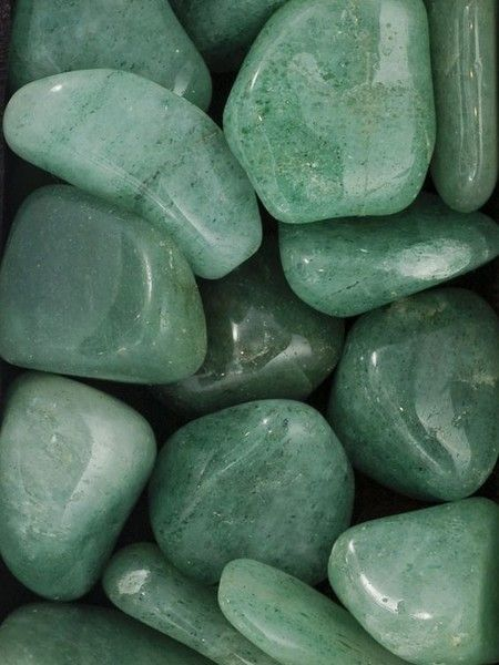 Aquarius: Clear Quartz, Green Aventurine - Healing Crystals For Each Zodiac Sign - Photos Green Theme, Green Colors, Mint Green Aesthetic, Crystal Aesthetic, Slytherin Aesthetic, Green Photo, Green Aventurine, Green Life, Green And Brown
