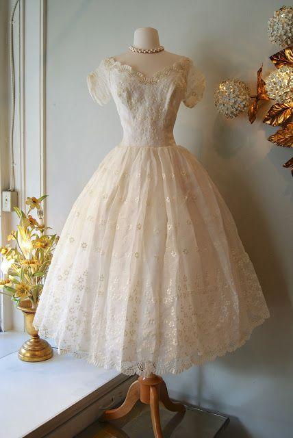Wedding Dress // Vintage Eyelet Tea Length Wedding Dress with Floral Embroidery wedding dresses Vintage Outfits, Vintage 1950s Dresses, Vestidos Vintage, Retro Dress, Vintage Fashion, Tea Length Wedding Dress, Wedding Dresses, 50s Wedding, Garden Wedding