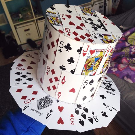 How to make a playing card top hat – Samantha Burgess Diy Mad Hatter Hat, Mad Hatter Costumes, Mad Hatter Tea, Mad Hatters, Crazy Hat Day, Crazy Hats, Playing Card Crafts, Playing Cards Costume, Silly Hats