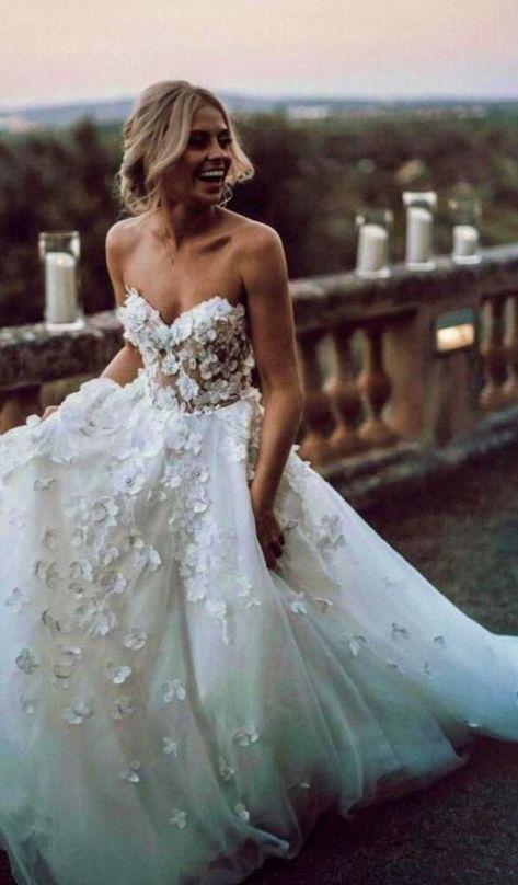 Floral wedding dress gowns, Wedding dresses, Elegant wedding dress, Ball gowns wedding, Perfect wedding dress, Long beach wedding dresses - Elegantes Brautkleid für die Frau von heute  Jede werdende  -  #Floralwedding #dressgowns