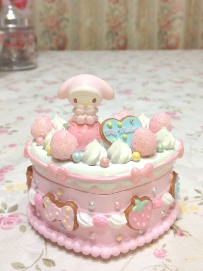 my melody sanrio pretty pastel pink sweet deco cookie frosting treasure box via doll cake queen . Hello Kitty My Melody, Hello Kitty Cake, Pretty Cakes, Cute Cakes, Kawaii Bedroom, Kawaii Cute, Kawaii Shop, Pretty Pastel, Pastel Pink