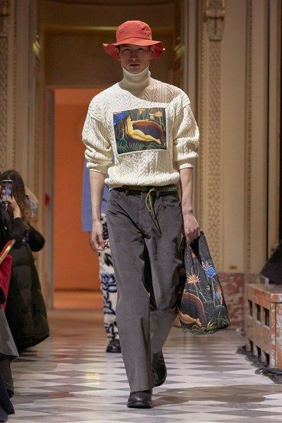 The complete Kenzo La Collection Memento Fall 2018 Ready-to-Wear fashion show now on Vogue Runway.