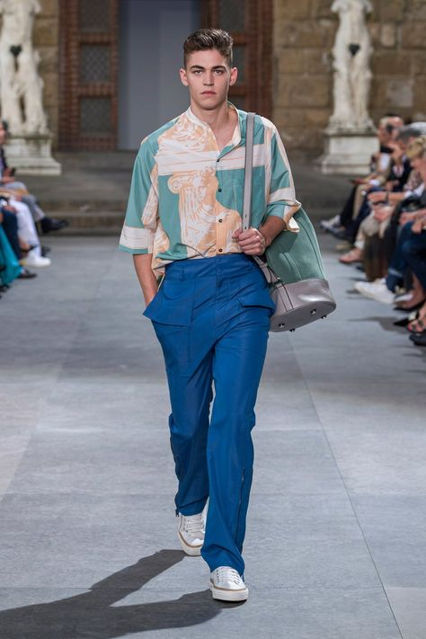Salvatore Ferragamo Spring 2020 Menswear collection, runway looks, beauty, models, and reviews.