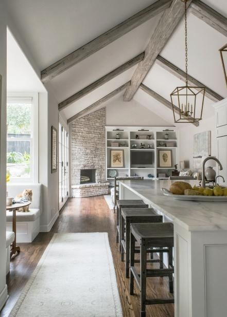 21 Photos With Kitchens With High Ceilings Interiordesignshome Com Vaulted Ceiling Kitchen Contemporary Kitchen Remodel White Contemporary Kitchen