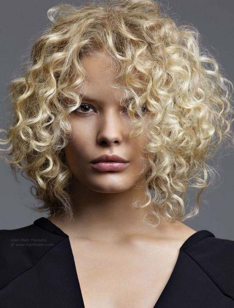 Lockige Frisur 2018 Curly Hair Locken Frisuren Lockige Frisuren