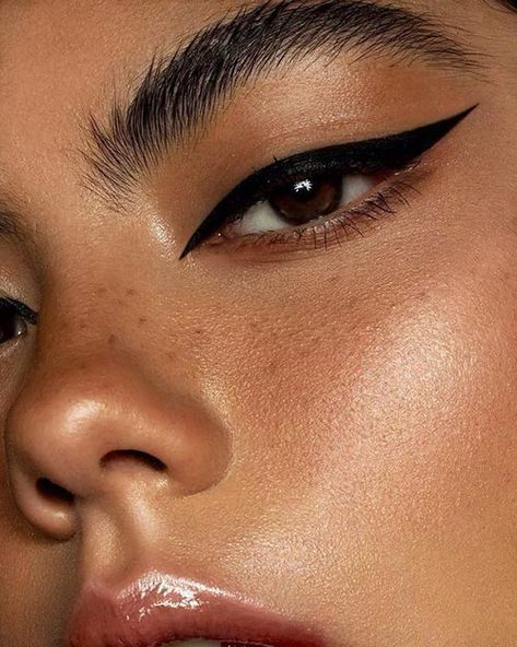 Color, brillo y estilo: tendencias para maquillarse los ojos  #eyeshadows #sombras #eyeshadow #makeup #maquillaje #belleza #beauty