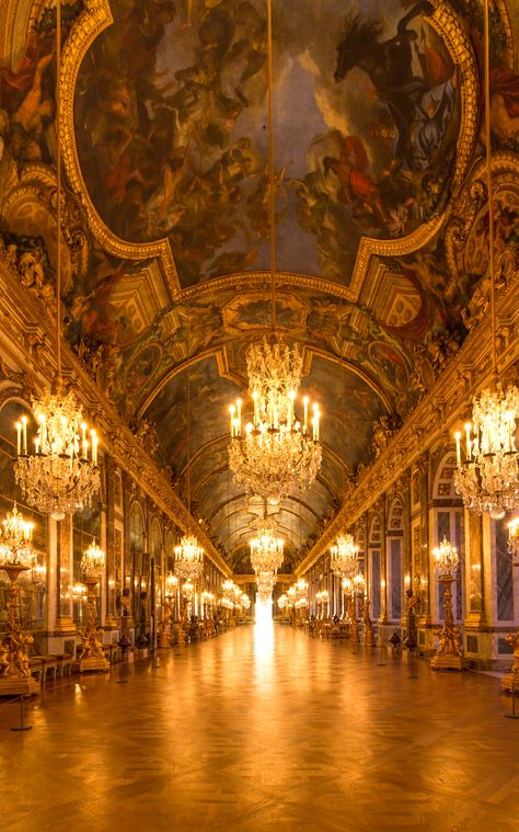 If you plan to visit Paris, you should go to the Versailles palace and see the famous hall of mirrors. Paris Travel, France Travel, Paris France, Paris Photoshoot, Etretat France, Paris Wallpaper, France Wallpaper, Palace Of Versailles, Versailles Hall Of Mirrors