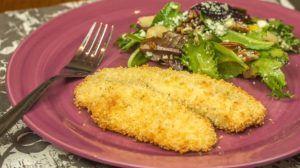 Peixe Assado Crocante Com Salada De Pera E Gorgonzola Receita