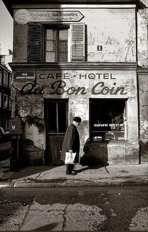 La rue Arthur-Rozier - Paris 19ème. Classic photo of 'Le Bon Coin' on holiday towards our gites de vacances avec piscine (www.leshiboux.com)