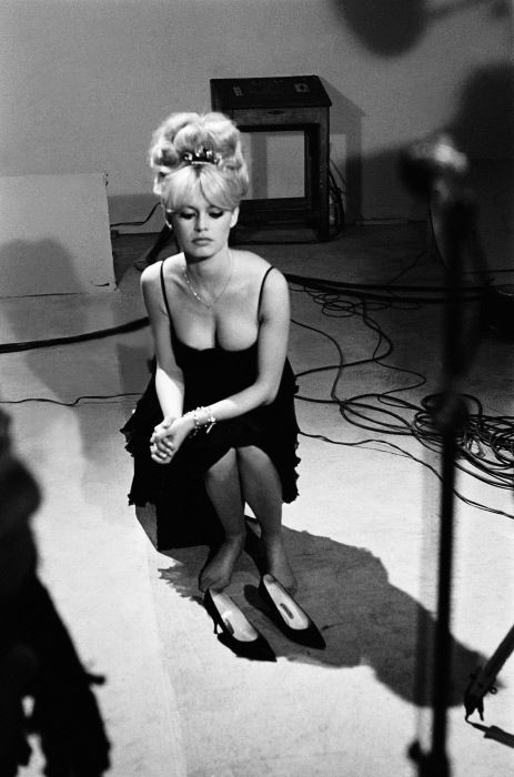 Brigitte Bardot | on set | lights, camera, action | black  white photography | hollywood starlet | blonde bombshell | iconic actress | style icon | cleavage | movie star