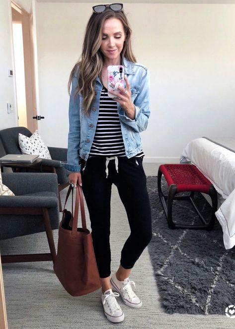 casual momiform with a striped tee Outfits Jean jacket outfits denim jacket style woman tshirt - Woman Denim Jacket Outfit Jeans, Black Joggers Outfit, Jogger Pants Outfit, Black Jogger Pants, Denim Outfits, Casual Outfits, Cute Outfits, Women Joggers Outfit, Street Style