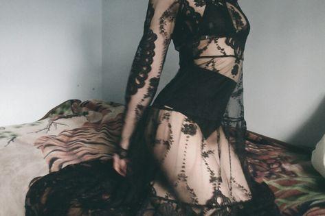 ideas for photography femme fatale sexy boudoir Grunge Look, Soft Grunge, Plus Size Boudoir, Yennefer Of Vengerberg, Rockabilly Fashion, Rockabilly Girls, Rockabilly Style, Fashion For Women Over 40, Gothic Outfits