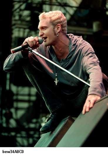 Pin By Kerrie Zimmermann On My Obsessions Layne Staley Alice In