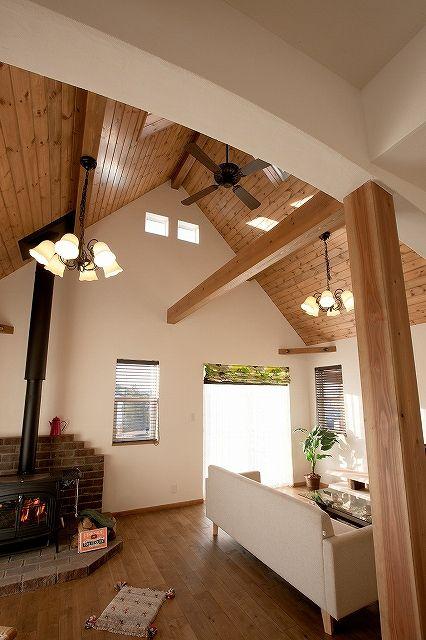 千葉 木更津 三角屋根を贅沢に板張りに天井にはシーリングファンを採用
