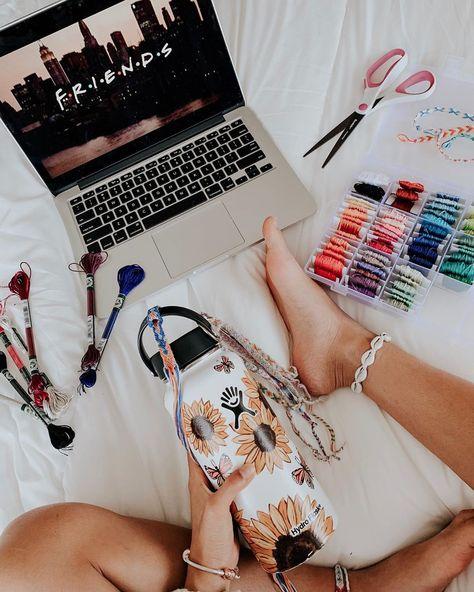 How to be a VSCO girl checklist: scrunchies, Birkenstocks, & crop tops - Business Insider