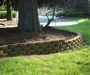 Curved Concrete Block Retaining Wall With Steps In 2020 Landscaping Retaining Walls Concrete Retaining Walls Concrete Block Retaining Wall