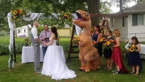 Maid of honor sports T-rex costume for sister's wedding: 'I