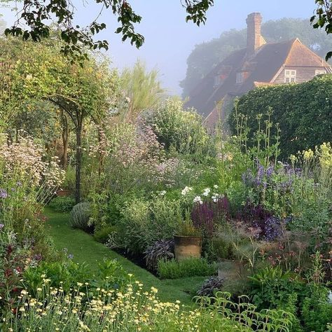 The 10 Best Garden Ideas Today (with Pictures) - Wonderful garden Town Place Garden A repost from : The lovely herb garden set within a private garden in Sussex that is open for charity in June & July. Nature Aesthetic, Aesthetic Green, Walled Garden, Photos Voyages, Garden Cottage, Fairytale Cottage, Dream Garden, Beautiful Places, Beautiful Pictures