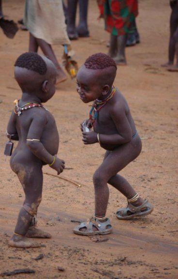 La inocencia de un niño,que con sólo mirarte busca lo que todos merecemos,amor,paz y un poco de pan...